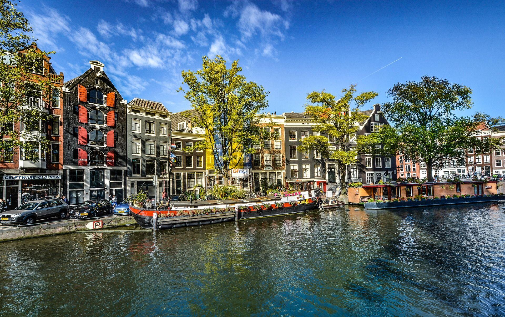 AMSTERDAM – HOD U KLOMPAMA