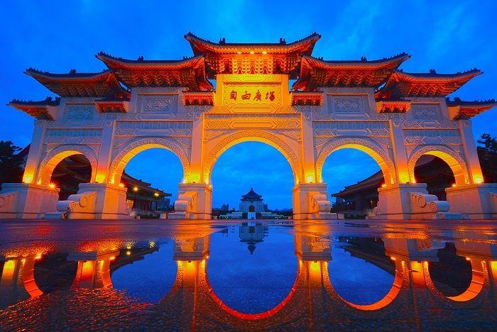 Po dolasku u Hong Kong poslije obavljanja carinskih formalnosti transfer do hotela.